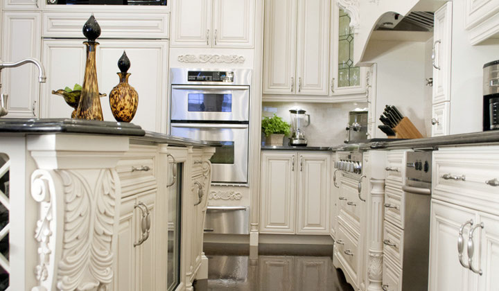 Traditional Classic White Kitchen By Royal Classic Kitchens, Vaughan