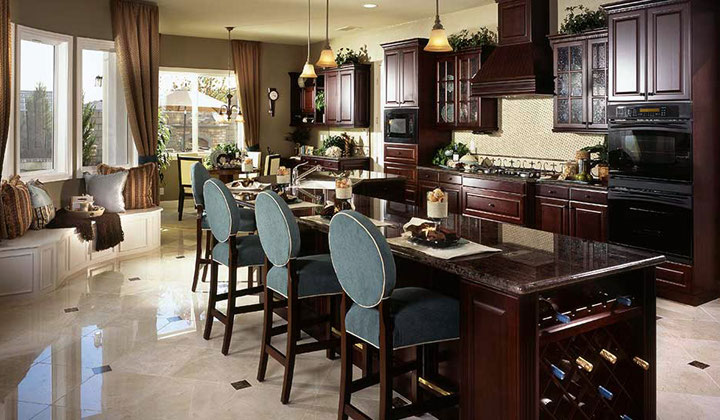 Traditional dark wood kitchen with a winery wrack by Lanxin, Markham