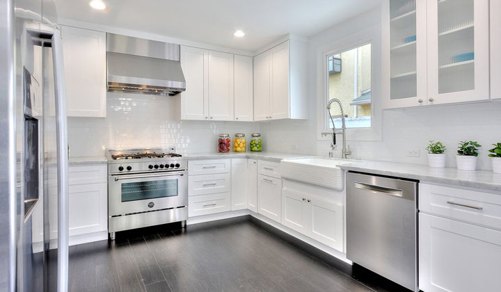 Traditional white kitchen cabinets, Vaughan