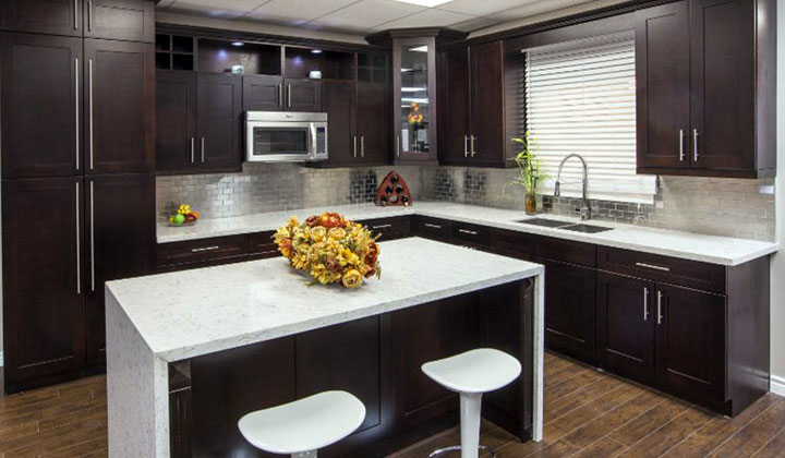 Modern kitchen cabinets at Cozy Home Kitchen & Bath, Vaughan