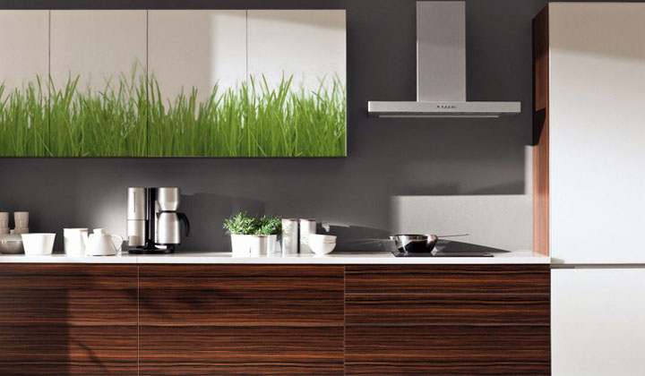 Modern style Glossy kitchen cabinets by Komador