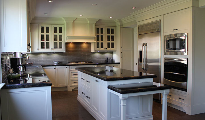 Classic kitchen renovation by Joseph Kitchens, Mississauga