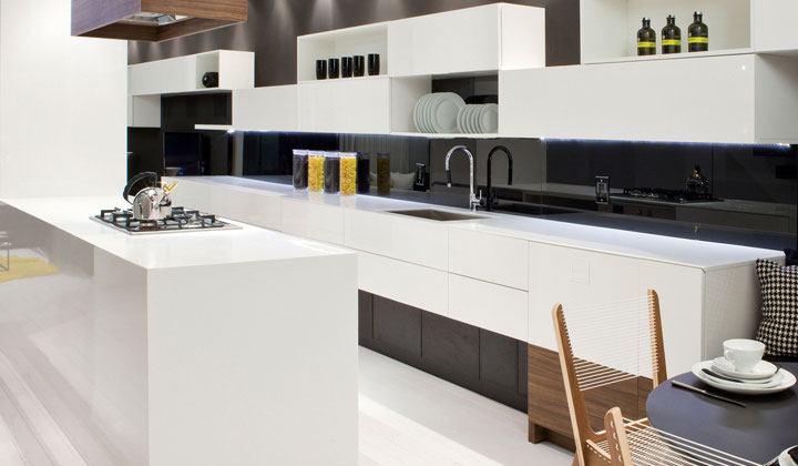 Modern European style glossy kitchen by Cartier Kitchens, Woodbridge