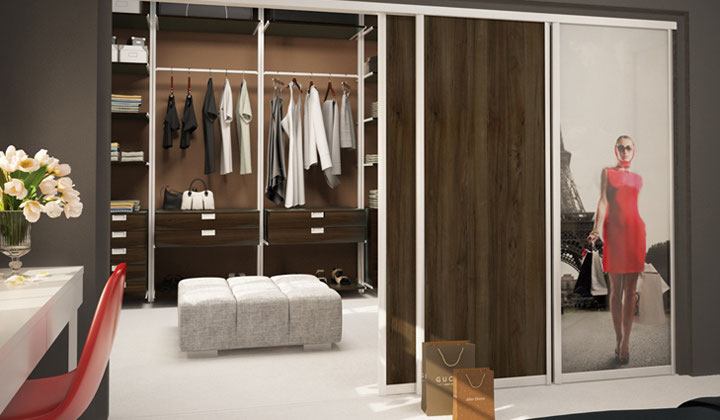Reach In Closet With Sliding Doors By Komandor