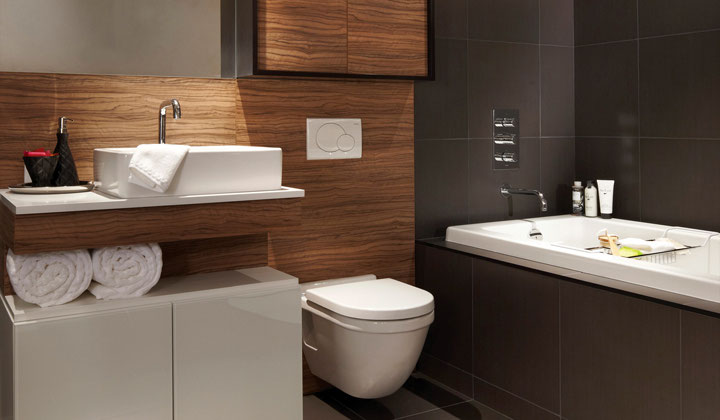 Modern bathroom vanity and shelving cabinets by Cartier Kitchens, Vaughan