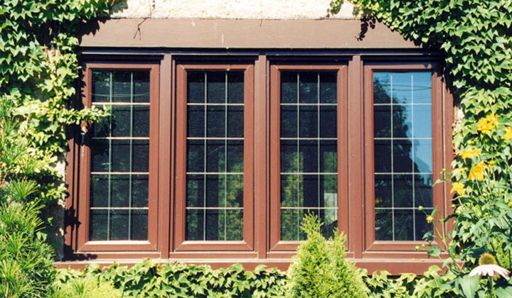 4-wide fixed windows with internal grilles by Dayside Windows, Toronto