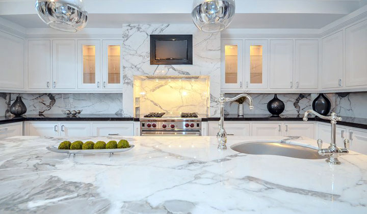 Modern kitchen with marble backspalsh and marble kitchen island by Miracle Marble, Vaughan
