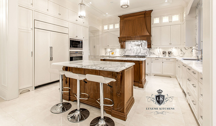 Traditional white and brown wood Kitchen by Luxeme, Vaughan