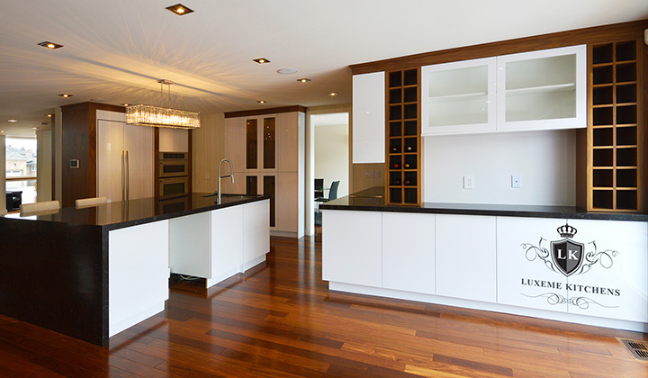 Modern  white and black kitchen Bar