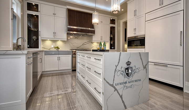 Transitional white Kitchen by Luxeme Kitchens, Vaughan