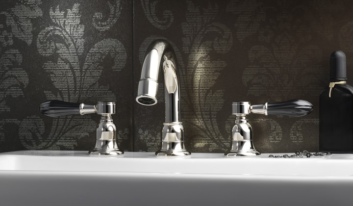 Classic style luxury bathroom faucet