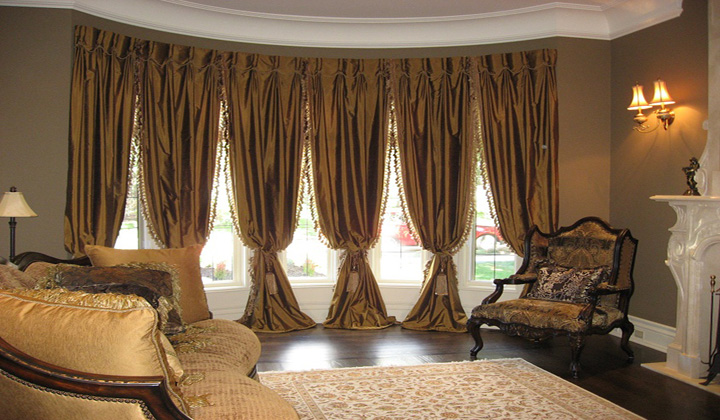 Living Room Luxury drapery set by Aspect Creative Agency, North York