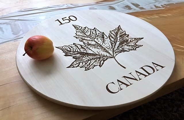 Wood decor piece, Canada Maple Leaf