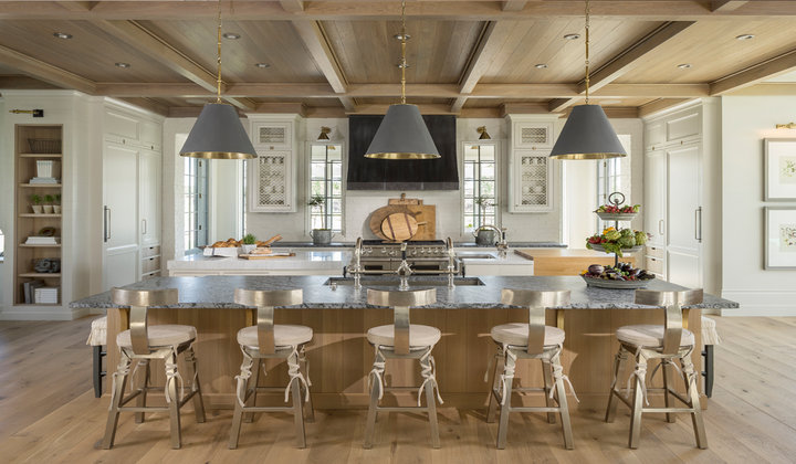Craftsman style Kitchen Design with Quartzite Countertop