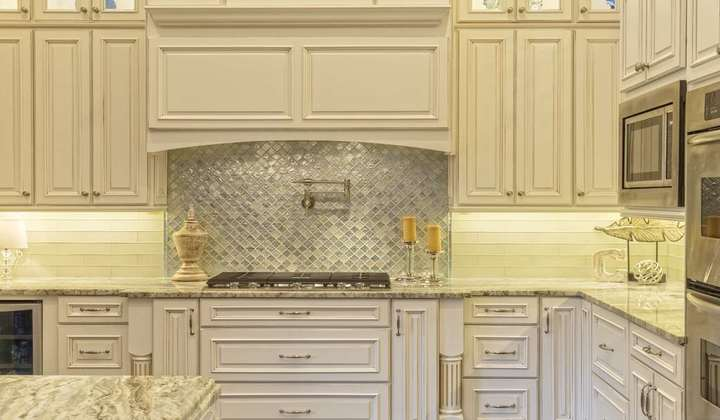 Classic Kitchen by Star Woodworking