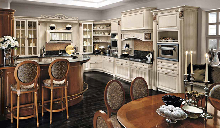 Classic style, real wood designer kitchen by Martini Mobili
