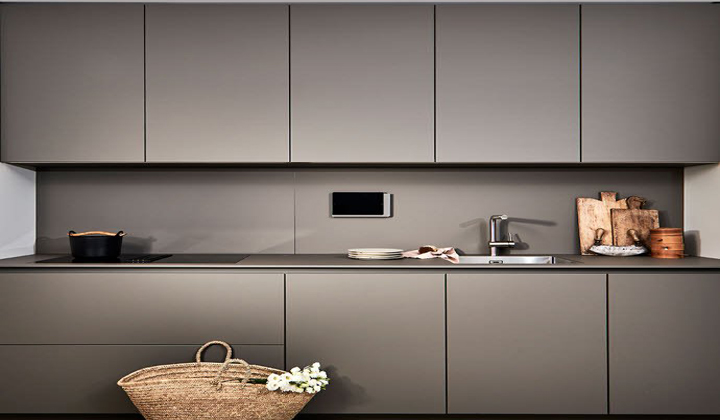 Poggenpohl Modern Kitchen +SEGMENTO Y Clear structures, sensible space.